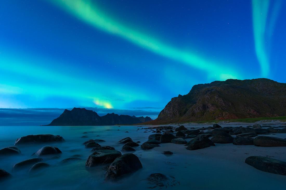aurora night blue hour uttakleiv norway lofoten
