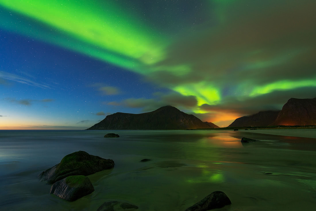Aurora flakstad northern norway lofoten